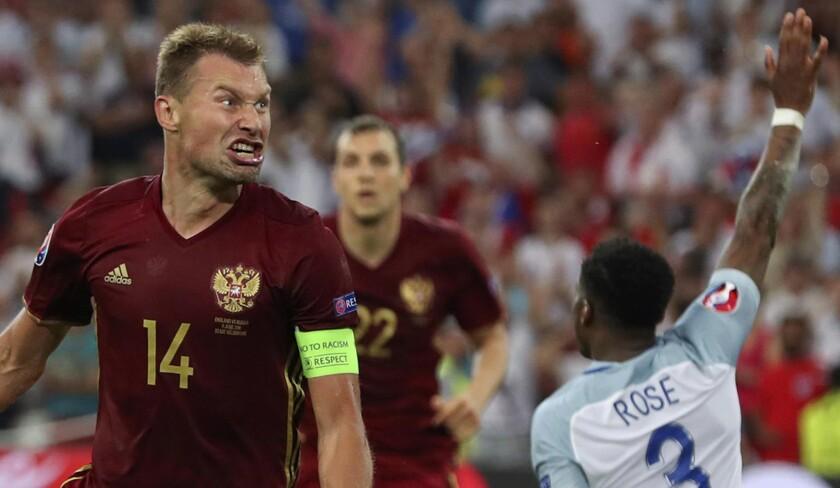 Vasili Berezutski celebra tras anotar el gol que decretÛ el empate 1-1 contra Inglaterra en el partido por el Grupo B de la Eurocopa, en Marsella, Francia, el s·bado 11 de junio de 2016. (AP Foto/Thanassis Stavrakis) ** Usable by HOY, ELSENT and SD Only **