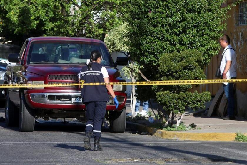 Al menos nueve personas murieron, entre ellas un policía municipal, y tres más resultaron heridas en un enfrentamiento en el municipio de Jalostotitlán, en la región de Los Altos del occidental estado mexicano de Jalisco, informó hoy la Fiscalía estatal. EFE/Archivo