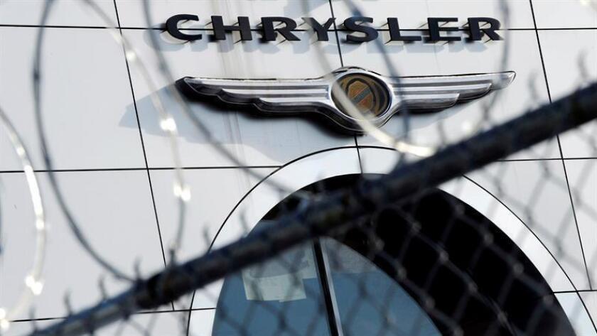 El grupo Fiat Chrysler (FCA) se ha comprometido a pagar alrededor de 400 millones de dólares en multas y otros 400 millones a compensar a sus clientes, ampliar las garantías de vehículos y realizar acciones de mitigación medioambiental. EFE/Archivo