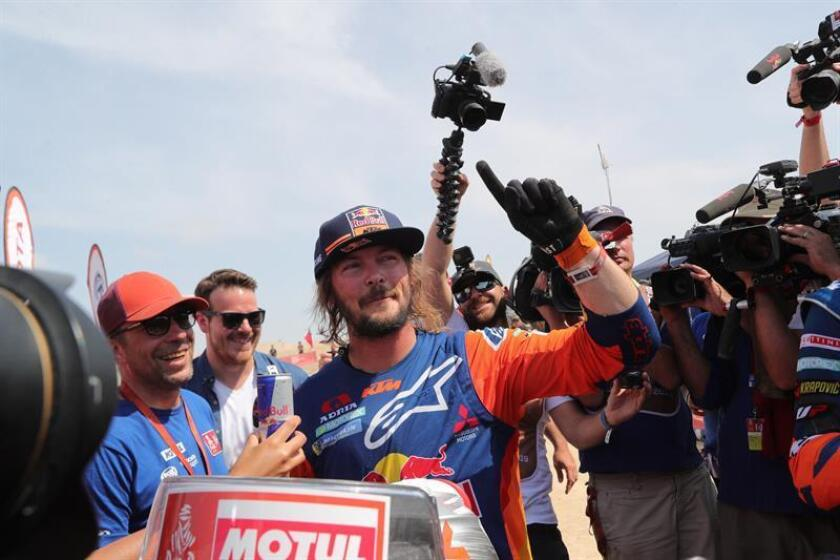 Australian rider Toby Price (C) of Red Bull KTM celebrates outside Lima, Peru, on Jan. 17, 2019, after winning first place in the bikes class of the 2019 Dakar Rallly. EPA-EFE/ERNESTO ARIAS
