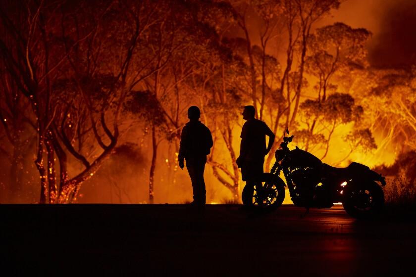 Australia residents observe wildfire
