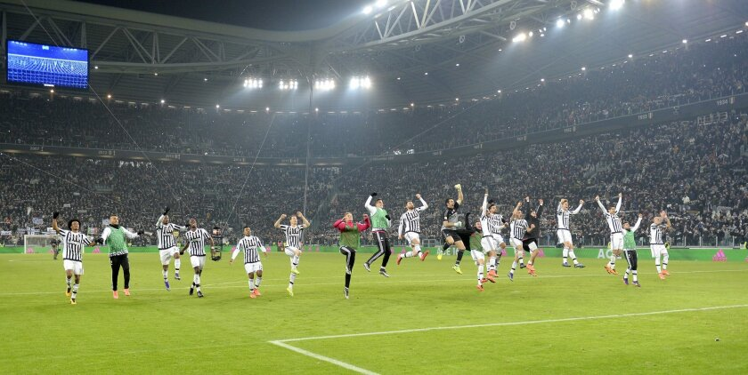 Juventus' players celebrates at end of a Serie A soccer match between Juventus and Napoli at the Juventus stadium, in Turin, Italy, Saturday, Feb. 13, 2016. Juventus won 1 - 0 to take the lead of the Serie A. (AP Photo/Massimo Pinca)