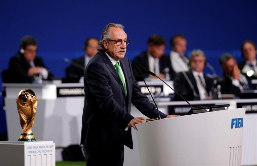 El presidente de la Federación Mexicana de Fútbol, Decio de Maria, presenta la candidatura Canadá-México-Estados Unidos para la Copa Mundial de la FIFA 2026 durante el 68° Congreso de la FIFA, en Moscú (Rusia) hoy, miércoles 13 de junio de 2018. Rusia acoge la Copa Mundial de la FIFA 2018 entre el 14 de junio y el 15 de julio. EFE