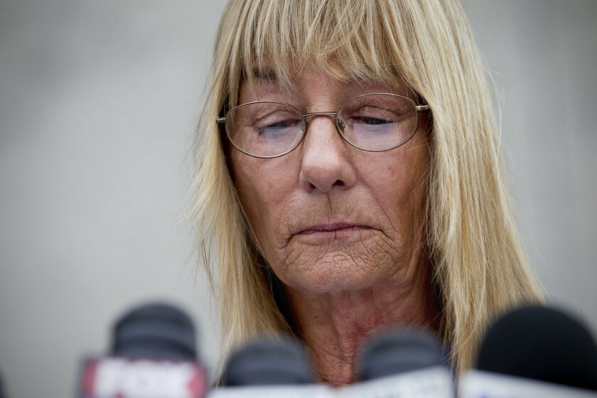 At an emotional news conference, Donna Frye and other former backers of Mayor Bob Filner call on him to resign Thursday morning in Linda Vista.