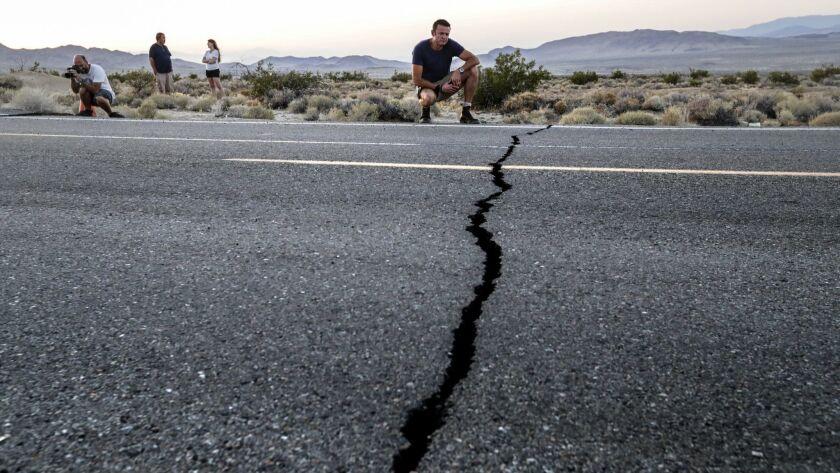 3084366_ME_0707_Earthquake_Tourist_IK
