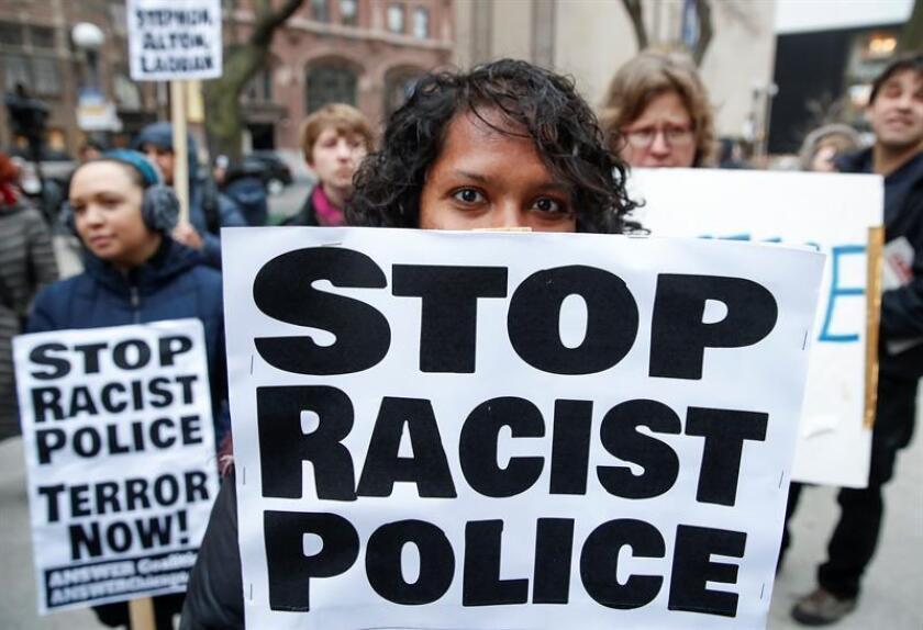 El Departamento de Policía de Chicago, bajo escrutinio tras casos de uso injustificado de la fuerza letal, está inclinado a ser reformado bajo la supervisión de un juez federal, según un proyecto de acuerdo anunciado hoy. EFE/ARCHIVO