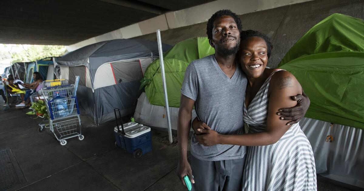 Κλειδωμένη έξω από το L. A. λευκό γειτονιές, έχτισαν ένα μαύρο προάστιο. Τώρα είναι άστεγοι