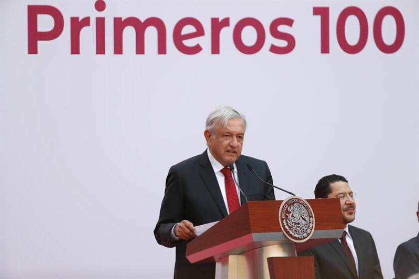 El presidente de México, Andrés Manuel López Obrador, este lunes durante su mensaje de 100 días de su gobierno, en Palacio Nacional en Ciudad de México (México). EFE
