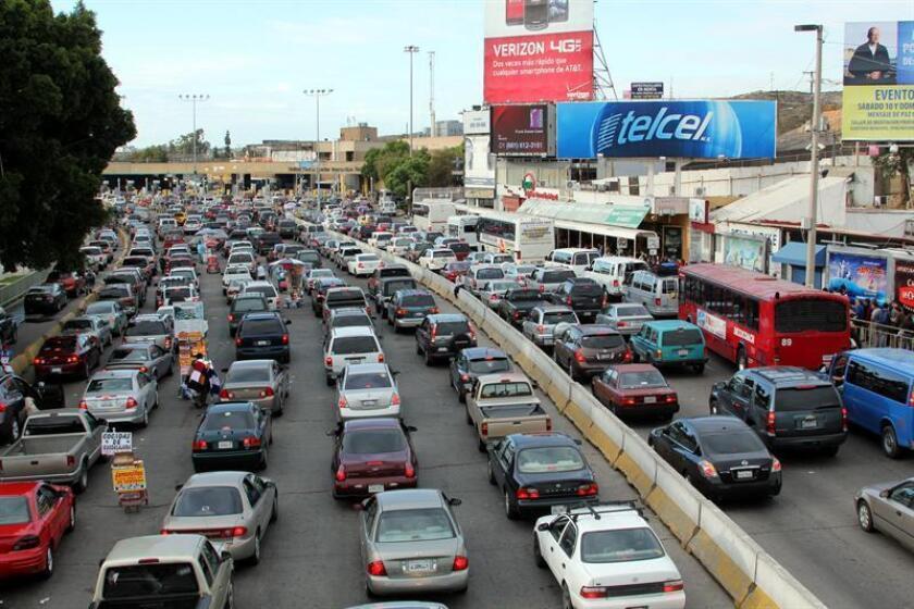 El Concejo de Los Ángeles aprobó hoy negociar con empresas que ofrecen aplicaciones móviles, como el programa Connected Citizens, de Waze, para establecer rutas de vehículos que eviten congestión en barrios residenciales. EFE/Archivo