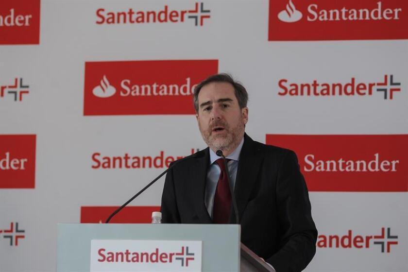 El Grupo Financiero Santander México obtuvo un beneficio neto en 2016 de 15.715 millones de pesos mexicanos (742 millones de dólares), lo que representó un aumento del 11,1 % frente a 2015, impulsado por un crecimiento en la cartera de crédito y un aumento de clientes, entre otros factores. EFE/ARCHIVO
