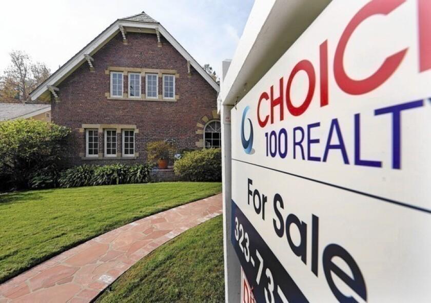 Lenders reduce required credit scores for FHA loans