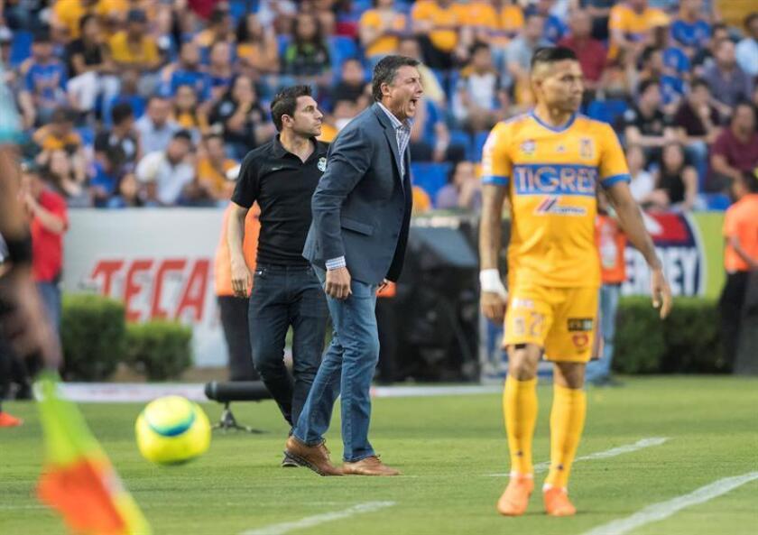 Santos Laguna manager Robert Dante Siboldi (C) reacts during the Liga MX Clausura tournament quarterfinals match against the Tigres UANL on May 3, 2018, at Universitario Stadium in Monterrey, Mexico. EPA-EFE FILE/Miguel Sierra