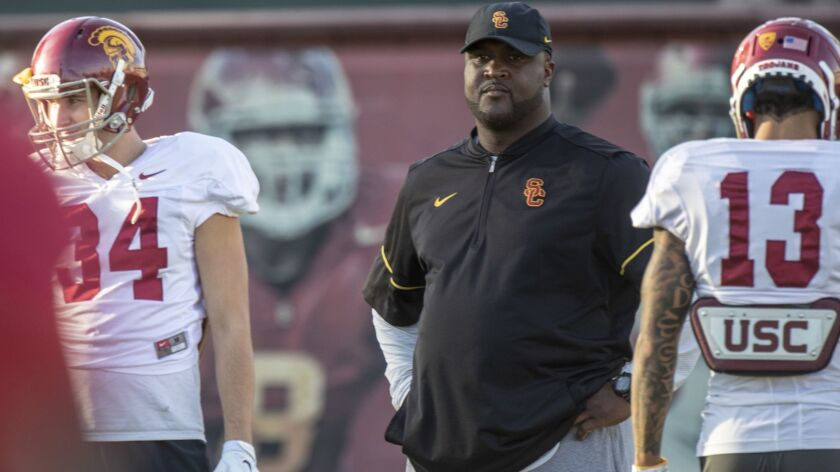 LOS ANGELES, CALIF. -- WEDNESDAY, OCTOBER 31, 2018: Tee Martin, center, offensive coordinator for US