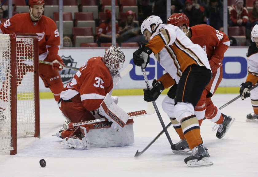 Ducks don't get stuck in the snow, beat the Detroit Red Wings, 4-3