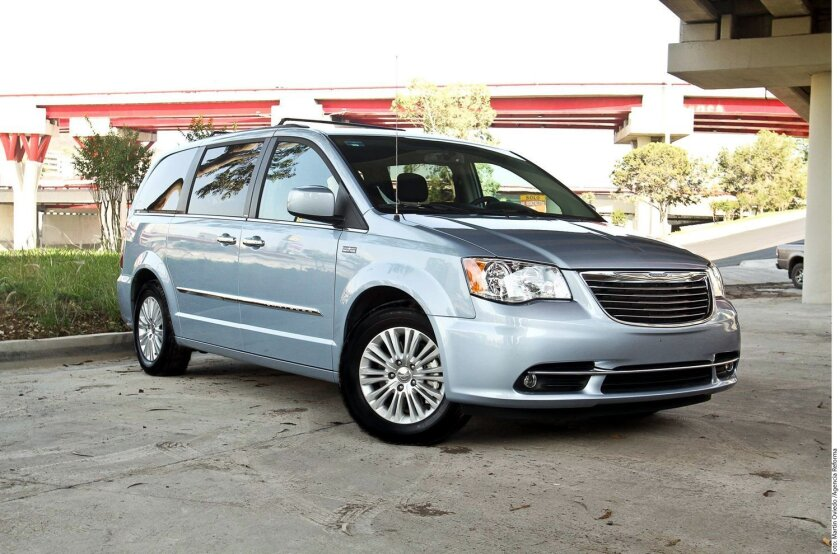 La minivan Chrysler Town and Country.