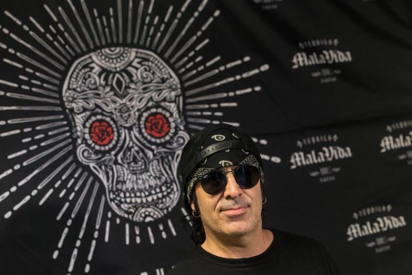 El batería del grupo mexicano de rock Maná, Alex González, durante la entrevista concedida a la agencia Efe, en la cual hizo un balance de la gira por España que ha realizado junto a su banda estas últimas semanas. EFE