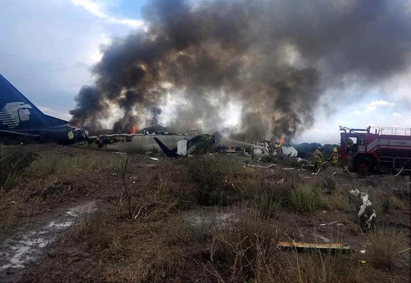 Fotografía cedida por el diario Contacto Hoy el pasado jueves 2 de agosto de 2018 que muestra al avión de la línea mexicana Aeroméxico, momentos después de sufrir el colapso, en el estado de Durango (México). EFE/Cortesía Contacto Hoy/SOLO USO EDITORIAL