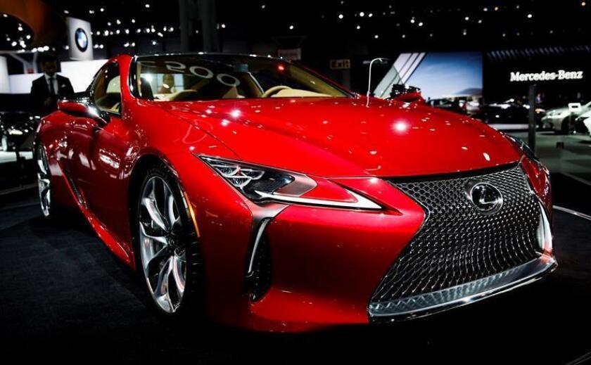 Lexus, la marca de lujo de Toyota, ha renovado de la cabeza a los pies la familia de berlinas IS (Innovative Sedan o Berlina Innovadora) con un carácter más agresivo que sus antecesores y una vocación deportiva. EFE/Archivo