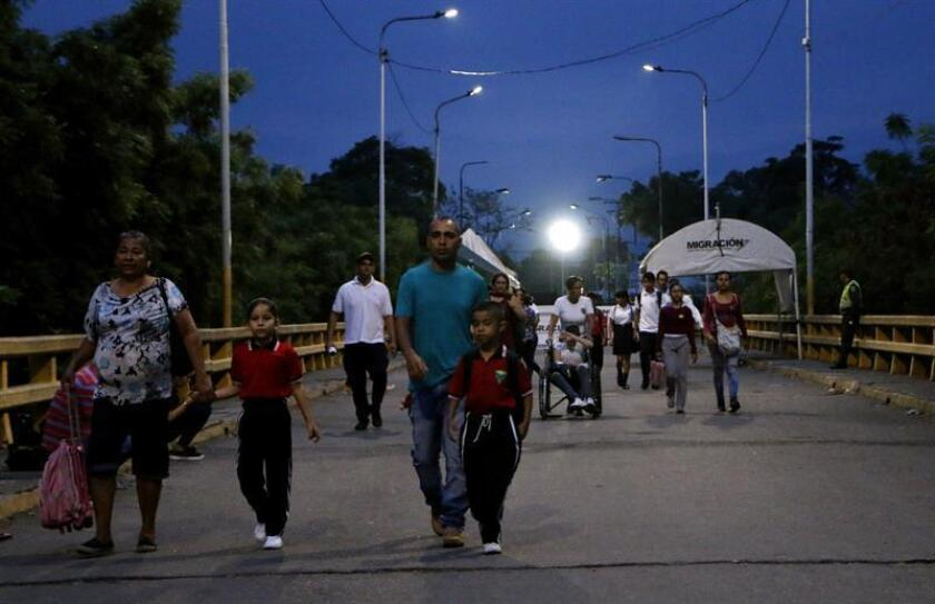 Venezuelan schoolchildren cross the border on Monday, March 11,2019, to Colombia in order to resume their classes, after Venezuelan authorities created a border pass for students and people needing medical care, due to the power outages in that country. EFE-EPA/Schneyder Mendoza