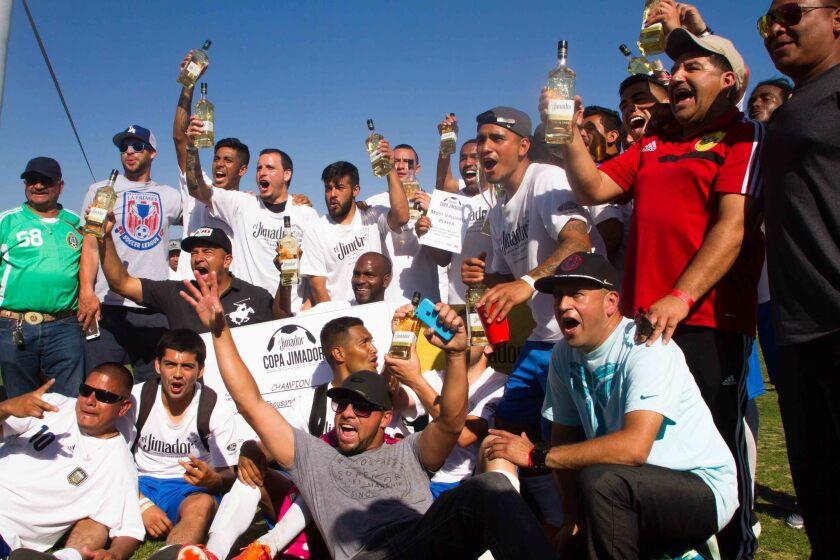 San Nicolás festeja el título de la Copa Jimador y los 10,000 dólares de premio.