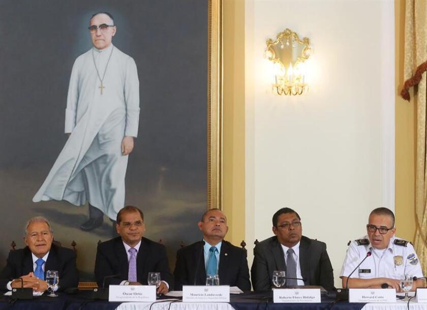 El gobierno de Salvador Sánchez acusa al ex presidente de una enorme corrupción.
