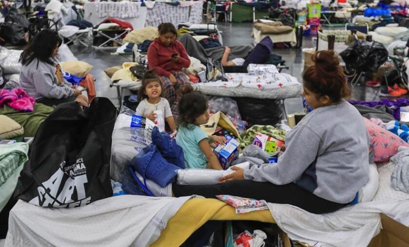 El gobernador de Texas, Greg Abbot, anunció hoy que destinarán 1.000 millones de dólares al fondo de la Agencia Federal para el Manejo de Emergencias (FEMA, por sus siglas en inglés), para mitigar los daños causados el año pasado en las ciudades y condados del sur del estado por el huracán Harvey. EFE/EPA/Archivo