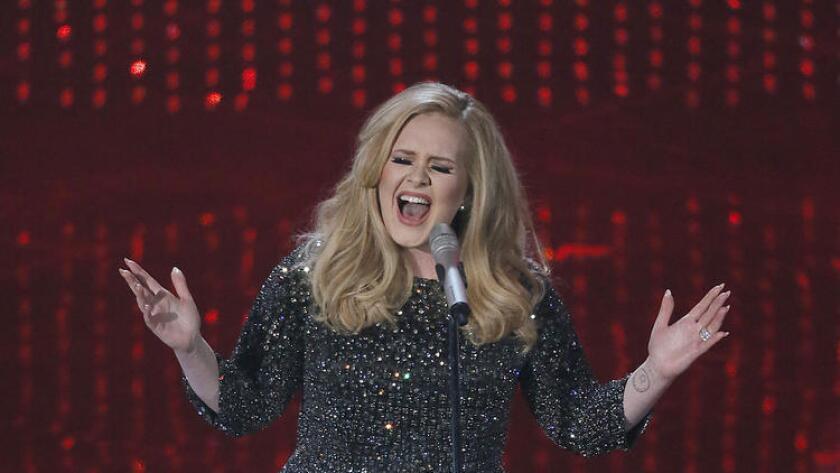 Adele, en la 85° entrega de los premios Oscar en el Dolby Theatre, en 2013.