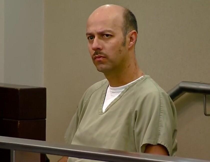 En esta imagen, el ex pelotero Esteban Loaiza aparece en medio de la primera sesión de la corte de San Diego, donde enfrenta serias acusaciones.