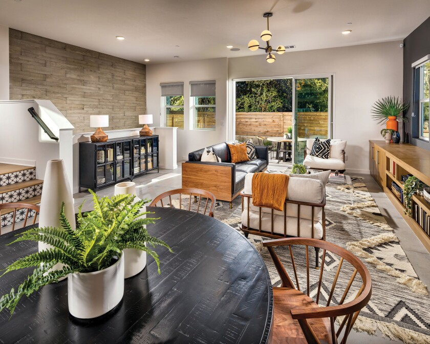 Residents at The Harlow are two blocks from the trolley, a short walk from 24-Hour Fitness, two minutes from local freeways and a short drive to the coast.