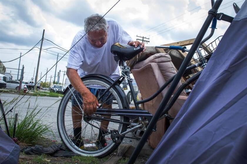 Seis de cada diez residentes en el condado de Miami-Dade, con mayoría de población hispana, pasa dificultades para cubrir sus necesidades básicas y el 19 % vive en la pobreza, según un informe divulgado hoy por la organización United Way. EFE/Archivo