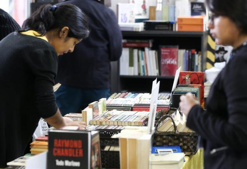Visitantes de la XI Feria Internacional del Libro y la Lectura (Fill 2018) de Quito fueron registrados este viernes, en la capital ecuatoriana. EFE