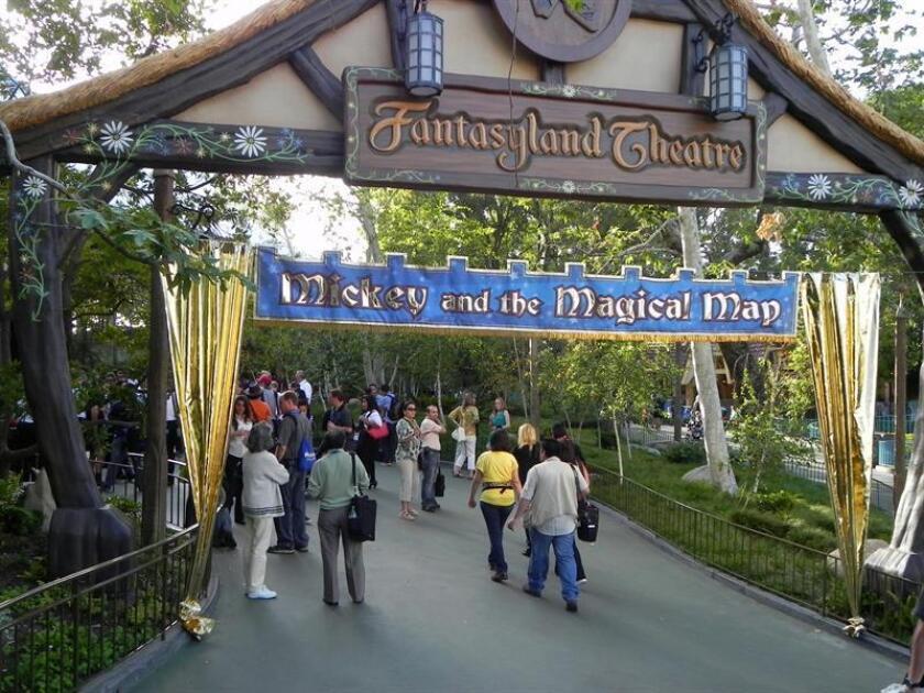 """Vista del espectáculo """"Mickey and the magical map"""" , en el parque Disneyland Resort de Anaheim, California. EFE/Archivo"""