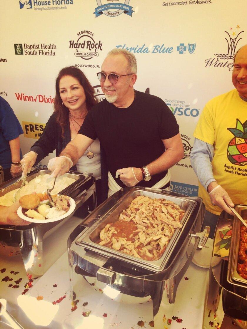 Foto de las redes sociales de la artista Gloria Estefan, quien aparece con su esposo Emilio.