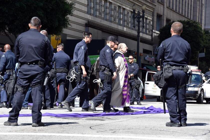 """Continuar la construcción de la confianza entre la policía y las comunidades, """"especialmente las de color"""", y construir un departamento más diverso y más representativo son algunas de las metas del comandante Michel Moore, el recién nombrado jefe del Departamento de Policía de Los Ángeles (LAPD). EFE/Archivo"""