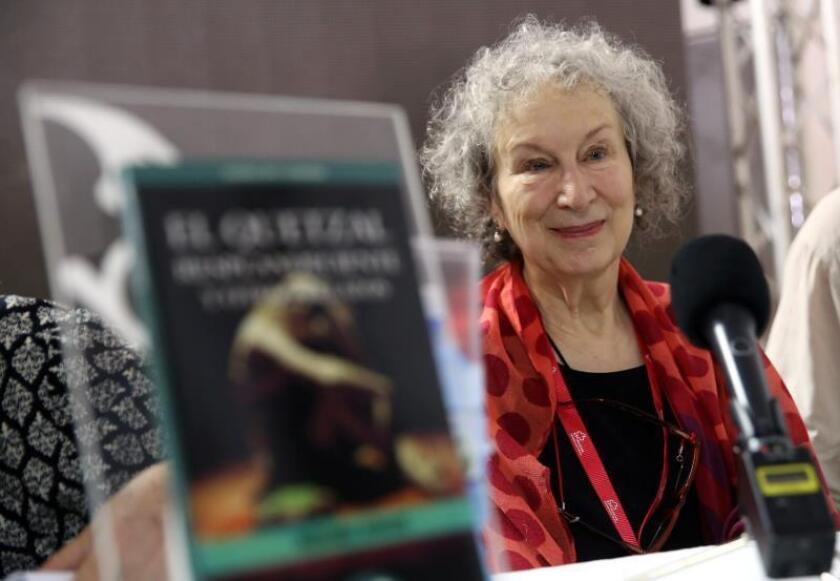 La escritora canadiense Margaret Atwood asiste el viernes 10 de febrero de 2017, a la inauguración del pabellón de Canadá en la 26 Feria Internacional del Libro de La Habana (Cuba). EFE/Alejandro Ernesto/Archivo