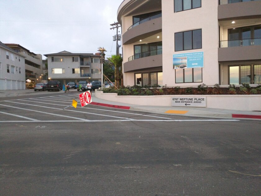 """Just a few days after the city installed their """"solution"""" to the condo signage encouraging wrong-way driving on Playa del Norte, I walked to the end of my street this evening to find this."""