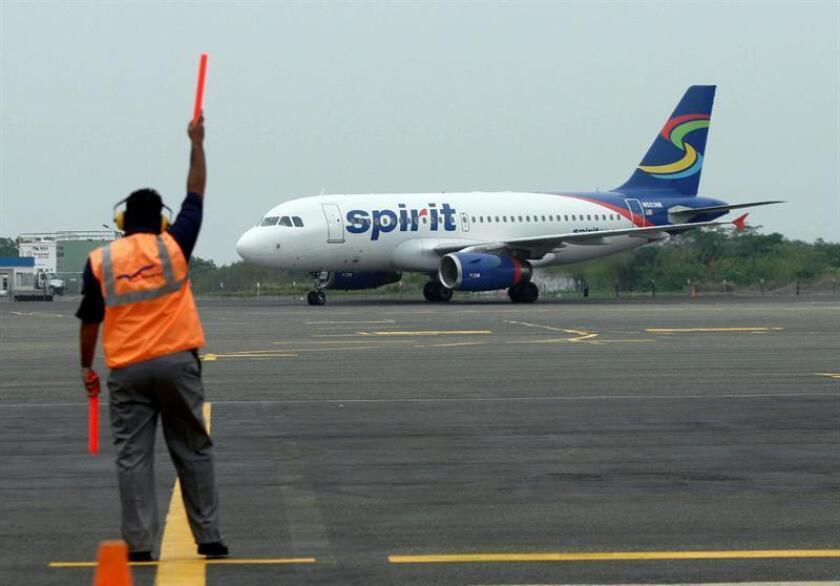 Fotografía de archivo de un avión de la aerolínea estadounidense de bajo costo Spirit. EFE/Archivo