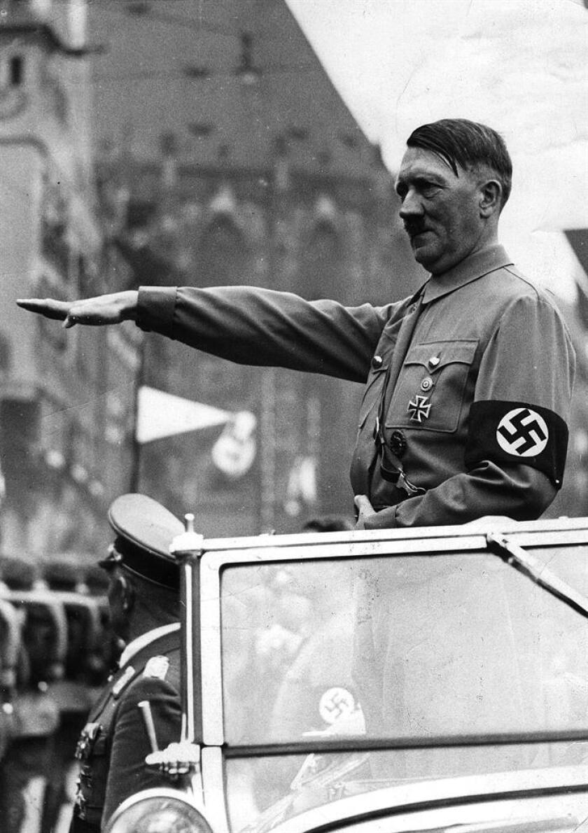 Un Mercedes del año 1939 que fue encargado y empleado por Adolf Hitler hasta 1945 será subastado el 17 de enero, informó hoy la organización Worldwide Auctioners, que acogerá la puja en el estado de Arizona. EFE/ARCHIVO