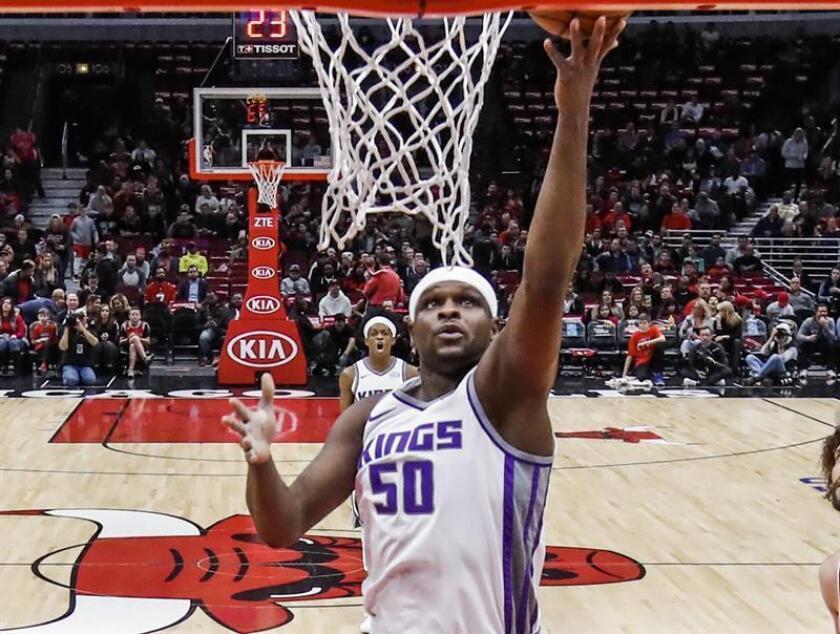 Sacramento Kings forward Zach Randolph shoots in the first half of their NBA game. EFE/Archivo