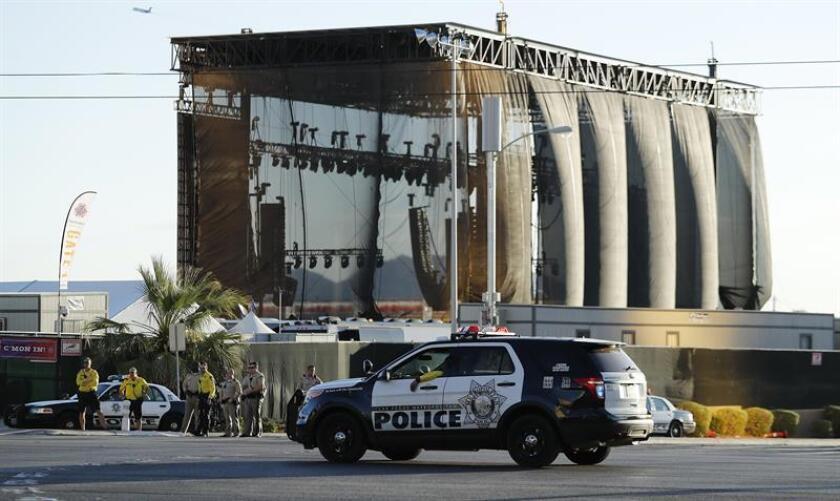 Varios policías trabajan en el lugar donde se produjo un tiroteo indiscriminado el pasado 2 de octubre de 2017 en en Las Vegas, Estados Unidos. EFE/Archivo