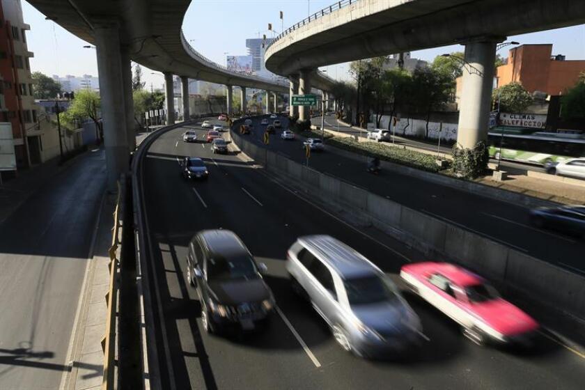 Vista del tránsito vehicular en Ciudad de México. EFE/Archivo