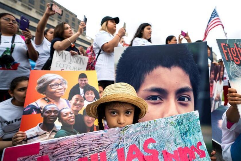 """La organización Red Fronteriza por los Derechos Humanos (BNHR, en inglés) expresó hoy su """"preocupación"""" por el aumento de las detenciones de familias en la frontera con México y el traslado masivo de menores al centro de arresto de Tornillo (Texas). EFE/ARCHIVO"""
