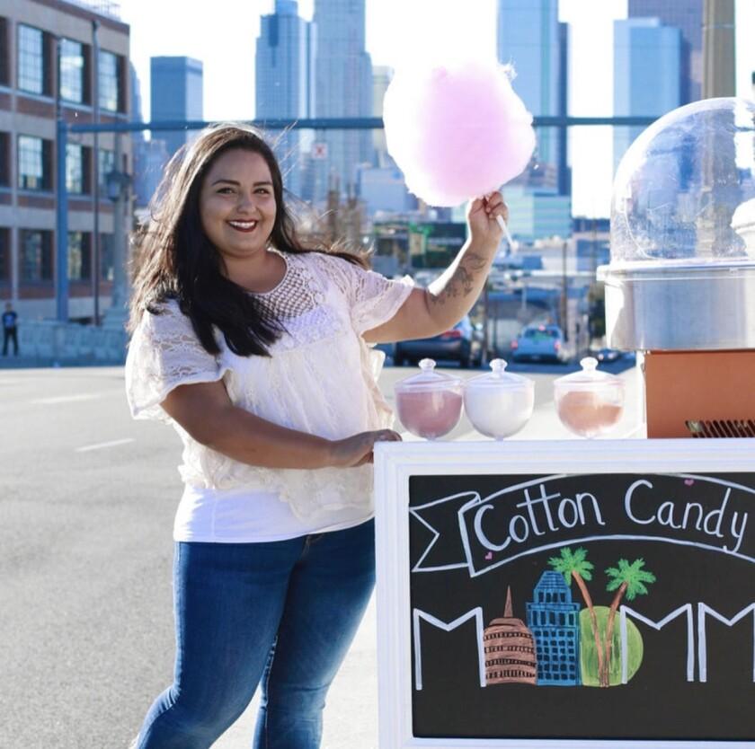 La joven muestra sus creaciones del dulce desde la ciudad de L.A.