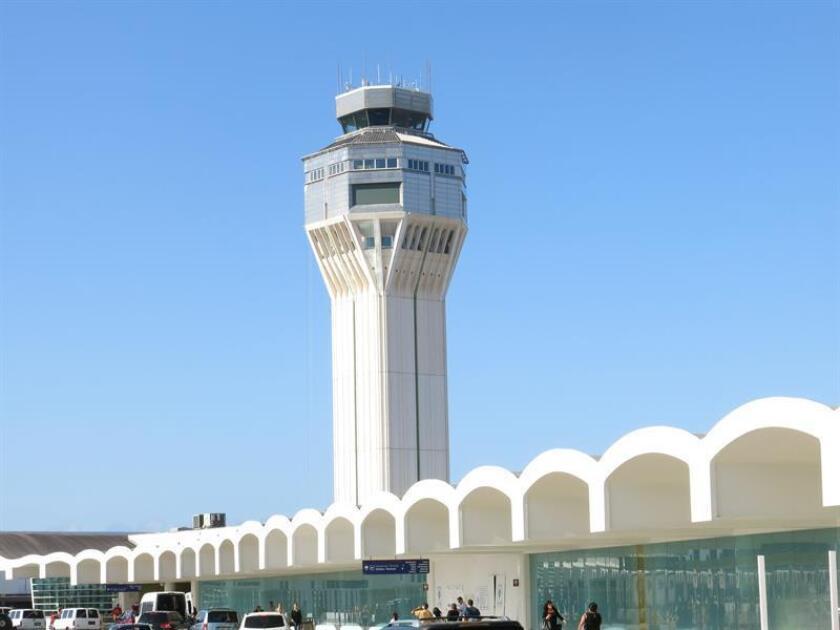 Vista del exterior del aeropuerto internacional Luis Muñoz Marín de San Juan (Puerto Rico). EFE/Archivo
