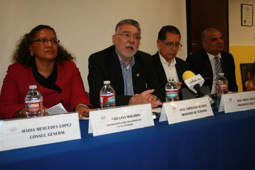 La vicecanciller Liduvina Magarín y el ministro de turismo, José Napoleón Duarte encabezan la comitiva de gobierno que visita Los Ángeles por las fiestas de la comunidad salvadoreña.