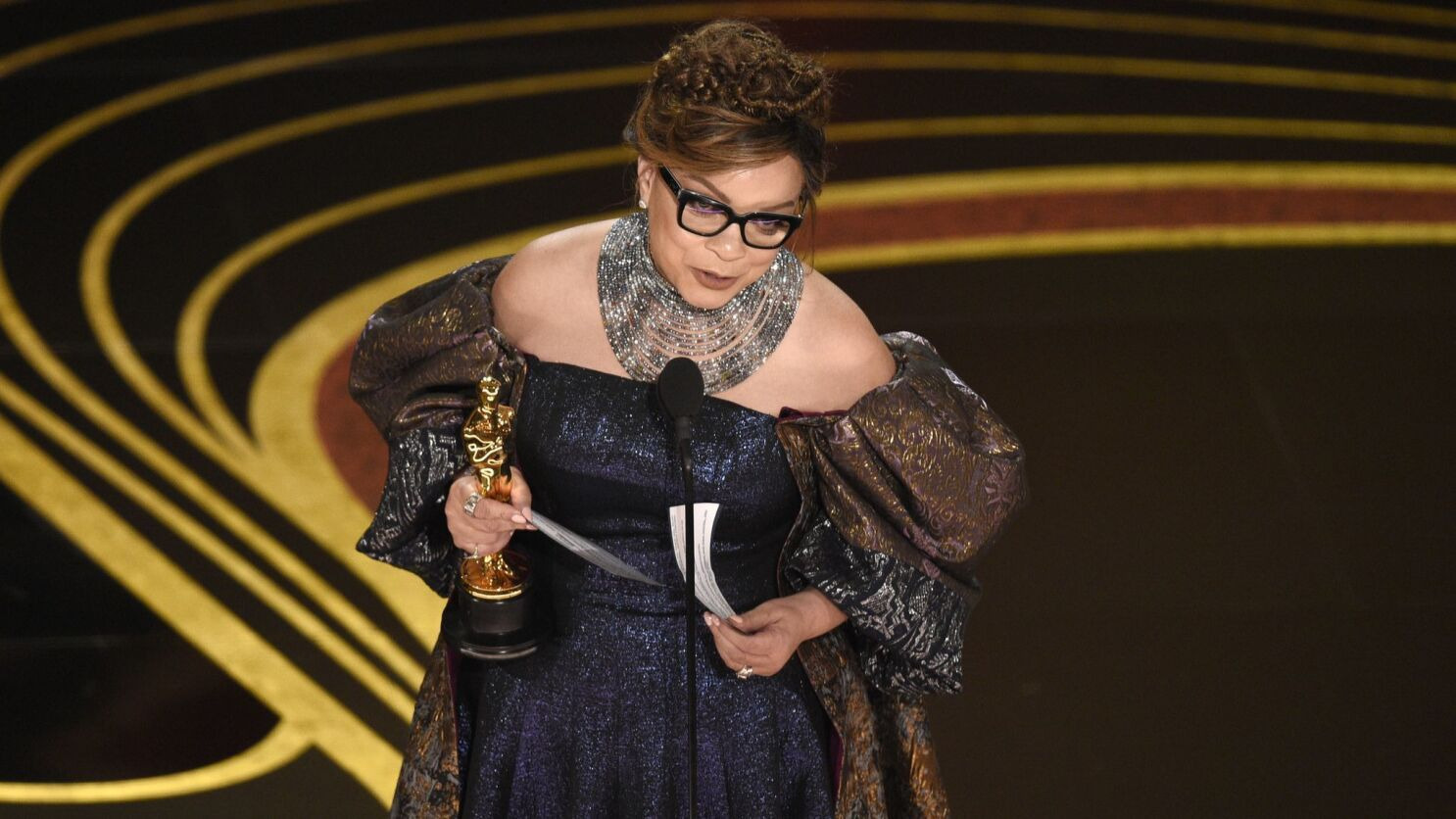 Oscars 2019 Black Panther S Ruth E Carter Makes The Record Book With Costume Design Win Los Angeles Times