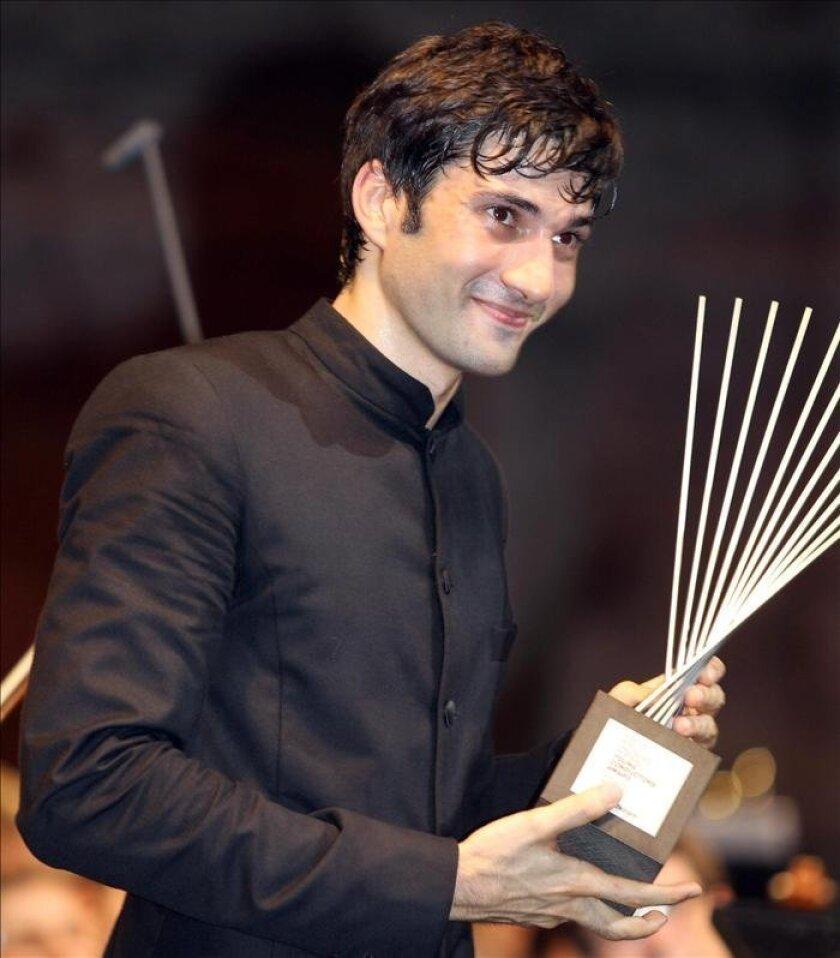 El director de orquesta alemán David Afkham tras recibir en 2010 el permio al Mejor Director Joven de Orquesta, en el Festival de Salzburgo en Viena (Austria). EFE/Archivo