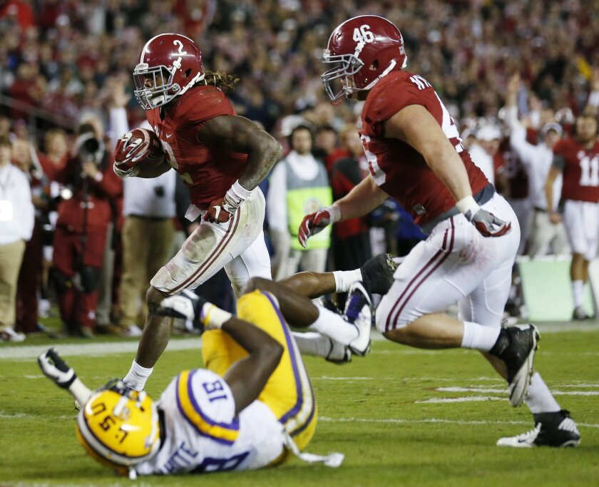 Alabama running back Derrick Henry (2) runs toward the end zone for a touchdown against LSU in the second half of an NCAA college football game Saturday, Nov. 7, 2015, in Tuscaloosa , Ala. (AP Photo/John Bazemore)