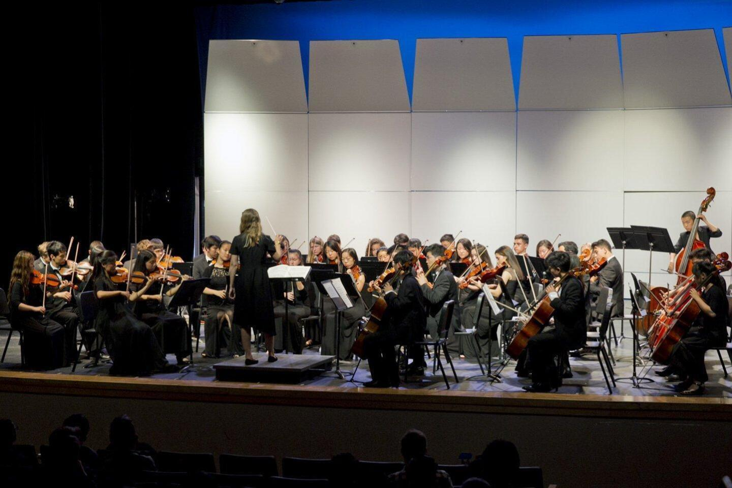 "TPHS orchestra plays ""Don Quixote"" by Telemann"