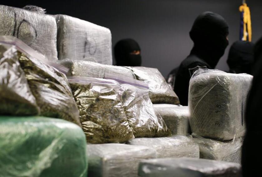 """La Agencia Antidroga (DEA) alertó hoy de las graves consecuencias que """"probablemente"""" tenga el resurgimiento del mercado de la cocaína en el país, en el que el 93 % de esta sustancia procede de Colombia, según su Evaluación Nacional de la Amenaza por Drogas de 2018. EFE/Archivo"""